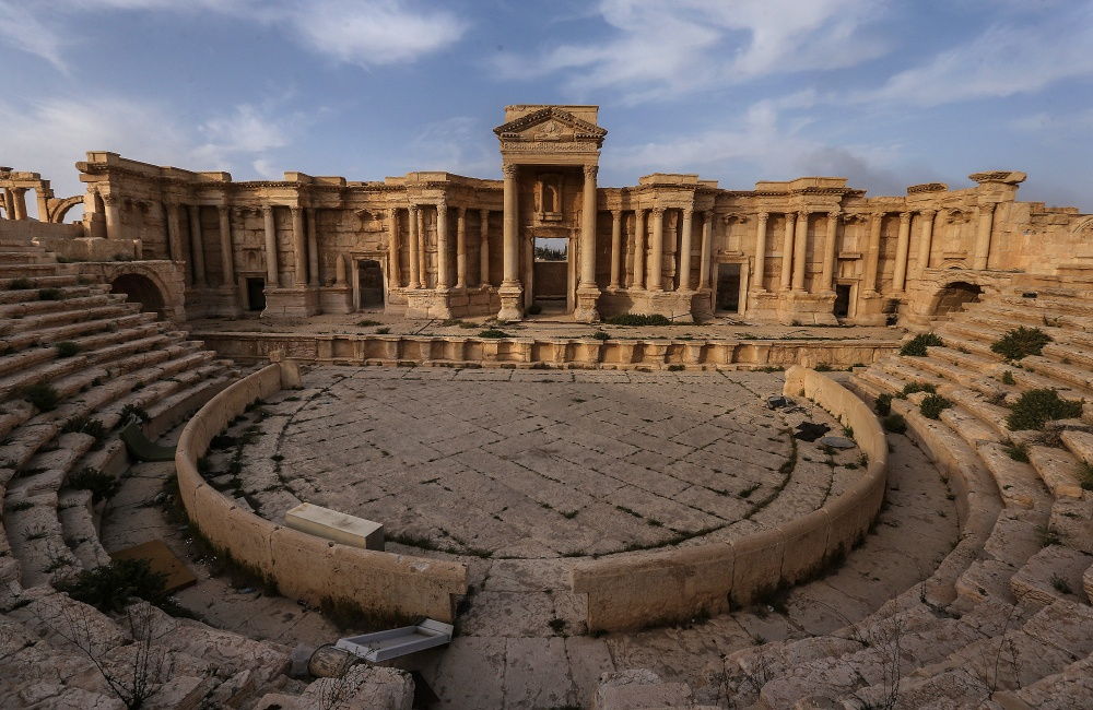 Figure 40. The Theater suffers from vegetation overgrowth and was used by ISIL to stage executions (Valery Sharifulin/TASS; March 28, 2016)
